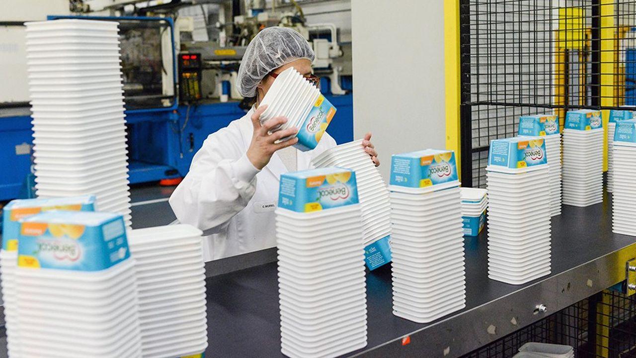 Ligne de production du groupe G-Pack. L'emballage est, avec l'automobile et le bâtiment, l'un des secteurs gros consommateurs de plastique en France.