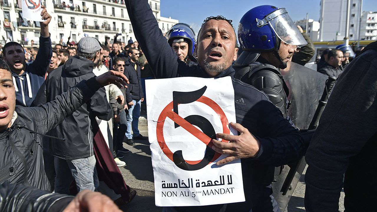 Depuis le vendredi 22février, les manifestations en Algérie contre un cinquième mandat du président Bouteflika, hospitalisé en Suisse, se poursuivent.