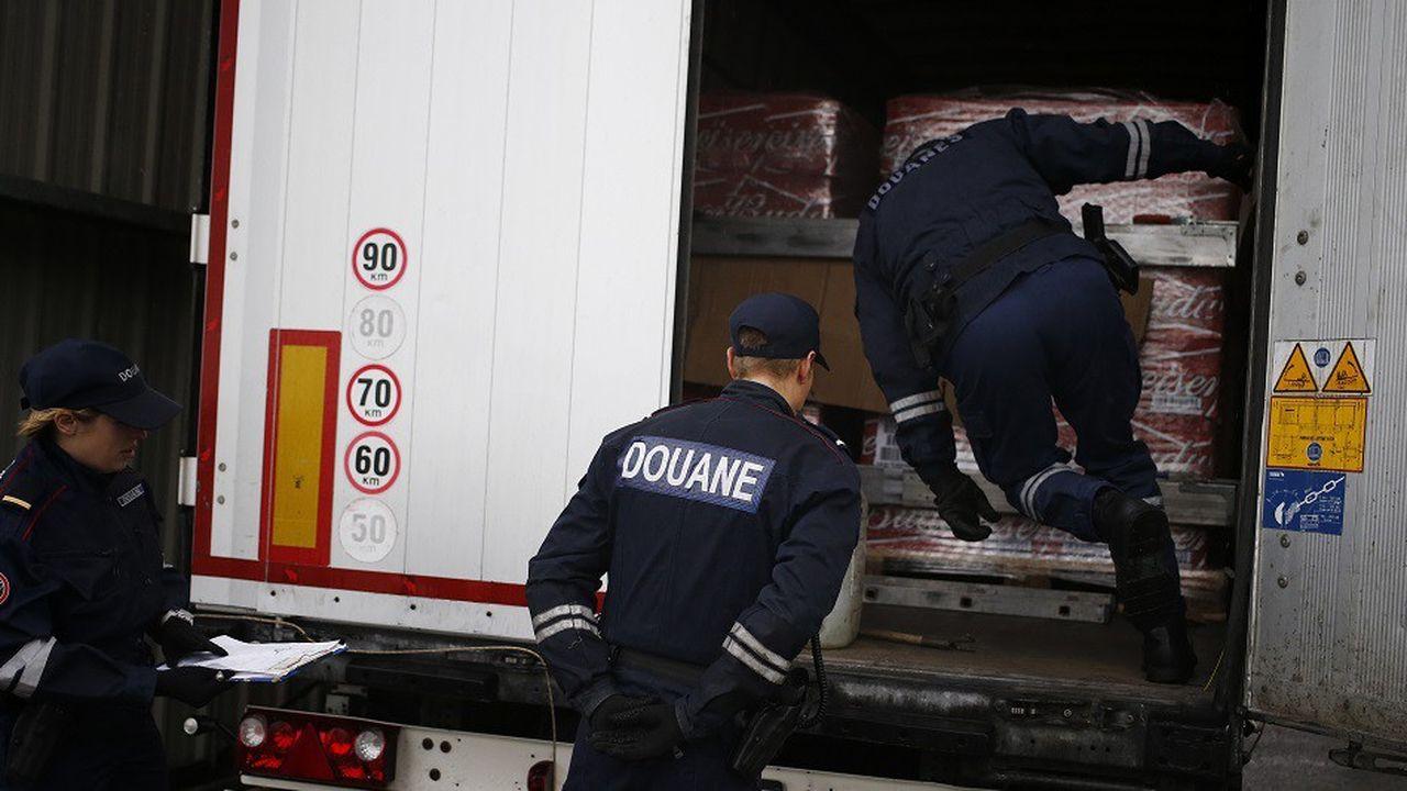 En effectuant des contrôles plus poussés sur les marchandises, les douaniers ont créé des ralentissements dans les files de poids-lourds en route vers l'Angleterre
