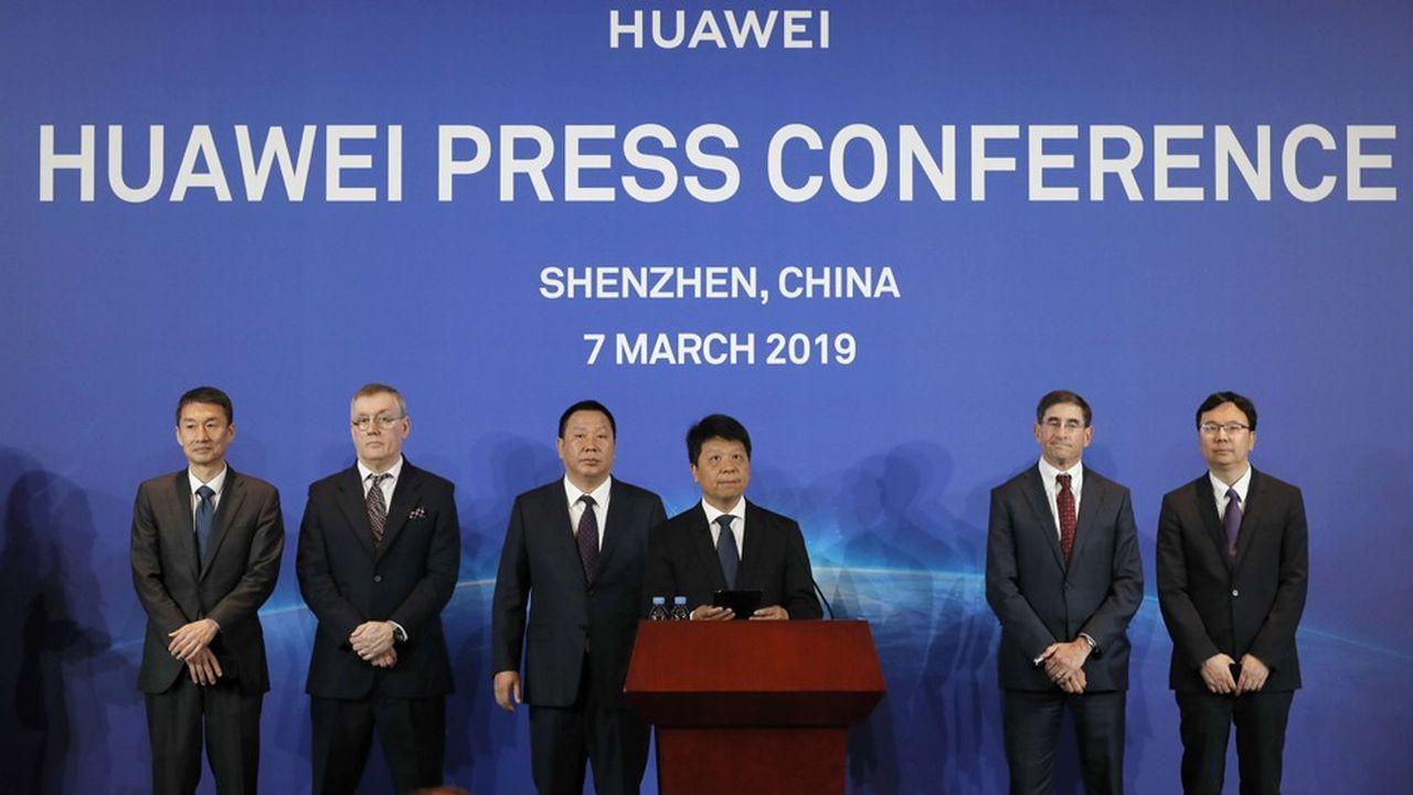 Les dirigeants de Huawei ont, ce jeudi, tenu une conférence de presse devant de très nombreux journalistes chinois et étrangers conviés au siège de Shenzhen.