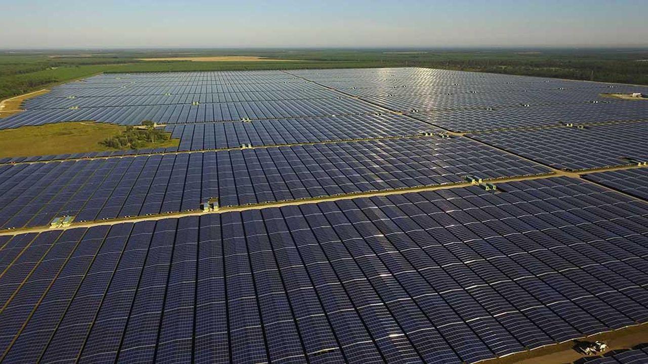 A Cestas (Gironde), le plus grand parc solaire construit en France.