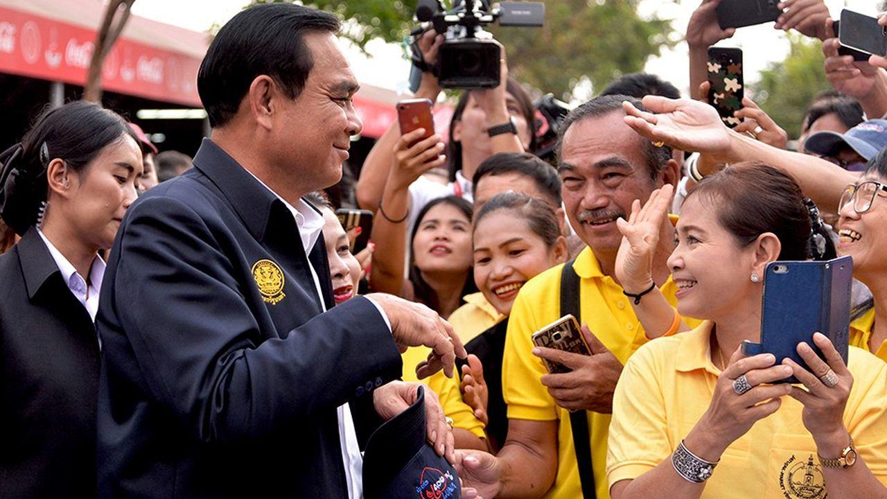 Le général Premier ministre Prayut bénéficie d'une nouvelle Constitution, approuvée par référendum en 2016, lamoins démocratique jamais promulguée.