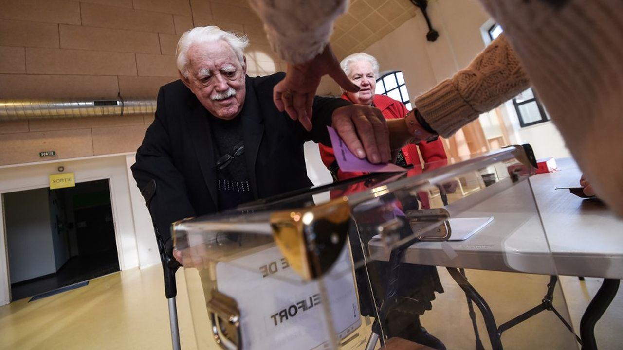 Selon l'institut Ipsos, 78% des personnes âgées de soixante-dix ans et plus ont apporté leur suffrage au candidat Macron au deuxième tour de l'élection présidentielle.