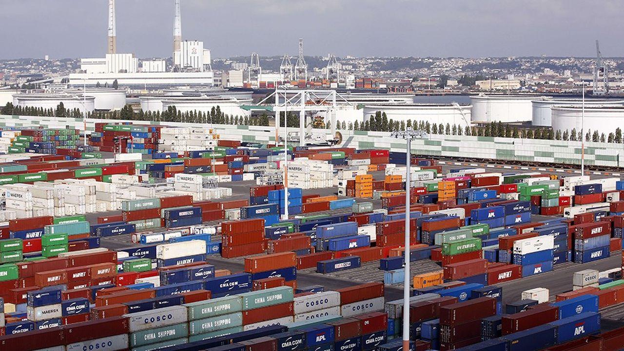 Les exportations représentent 31% du PIB français alors qu'en Allemagne, elles comptent pour 47% de la richesse nationale produite chaque année. L'Hexagone est donc moins sensible à un ralentissement du commerce mondial.