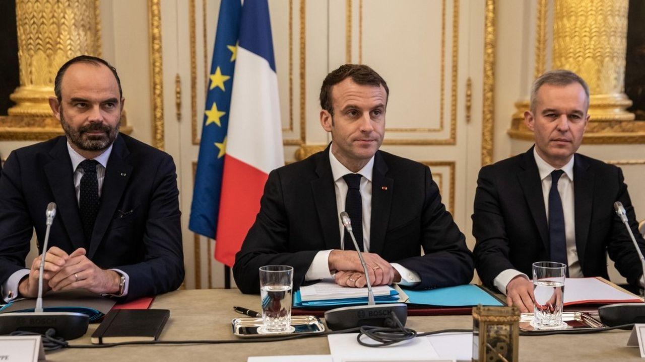 Le président de la République (ici entouré du Premier ministre, Edouard Philippe et du ministre François de Rugy) a affirmé vouloir «aller plus fort, plus vite et plus loin» dans la transition écologique.