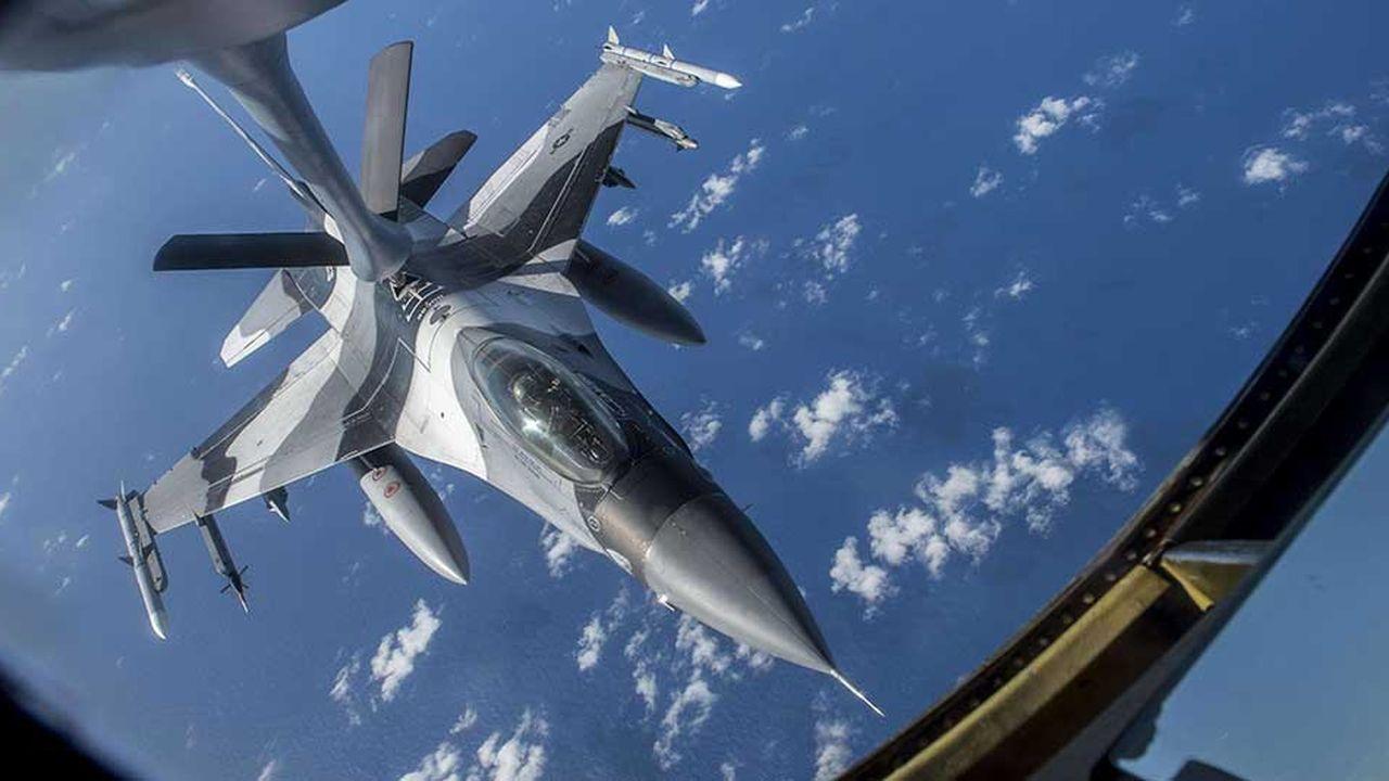 Les exportations d'armes américaines ont progressé de 29% entre 2009-2013 et 2014-2018.Photo: ravitaillement en vol d'un F-16 Fighting Falcon.