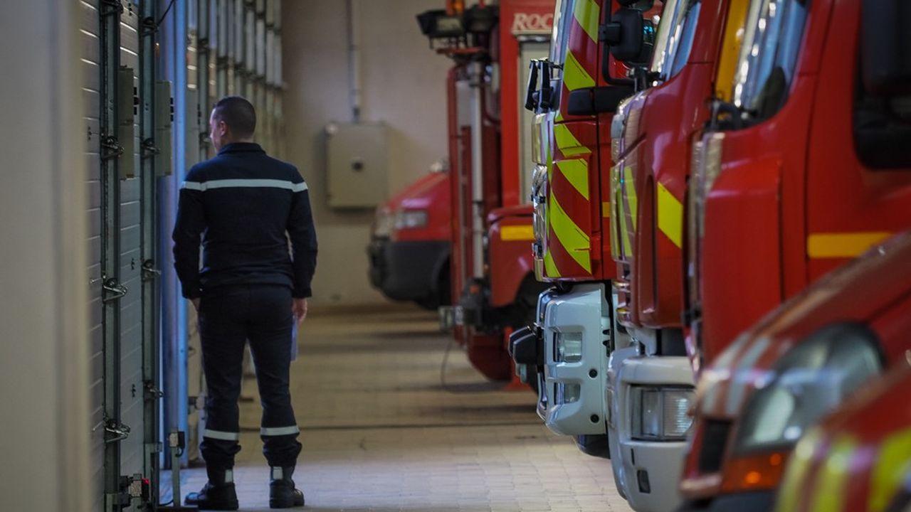 Samedi, trois départs de feu ont été découverts au premier étage d'un bâtiment de 1.800m2.