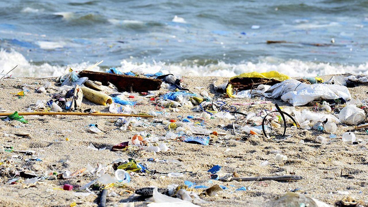 Le plastique émet d'importants volumes de gaz à effet de serre, tels que le méthane et l'éthylène, lorsqu'il se décompose dans les sols et les environnements marins.