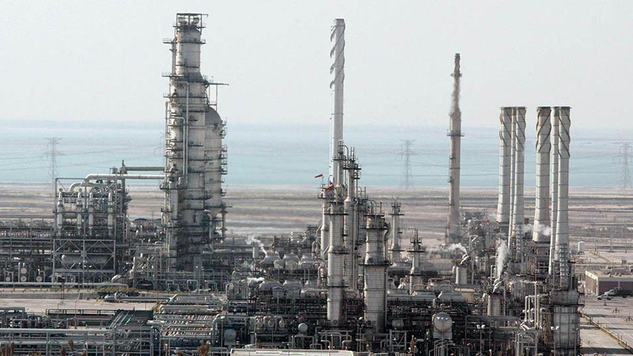 Le royaume wahhabite prévoit d'extraire «nettement moins» de 10millions de barils par jour en mars comme en avril, a déclaré lundi un responsable saoudien cité par Bloomberg et Reuters.