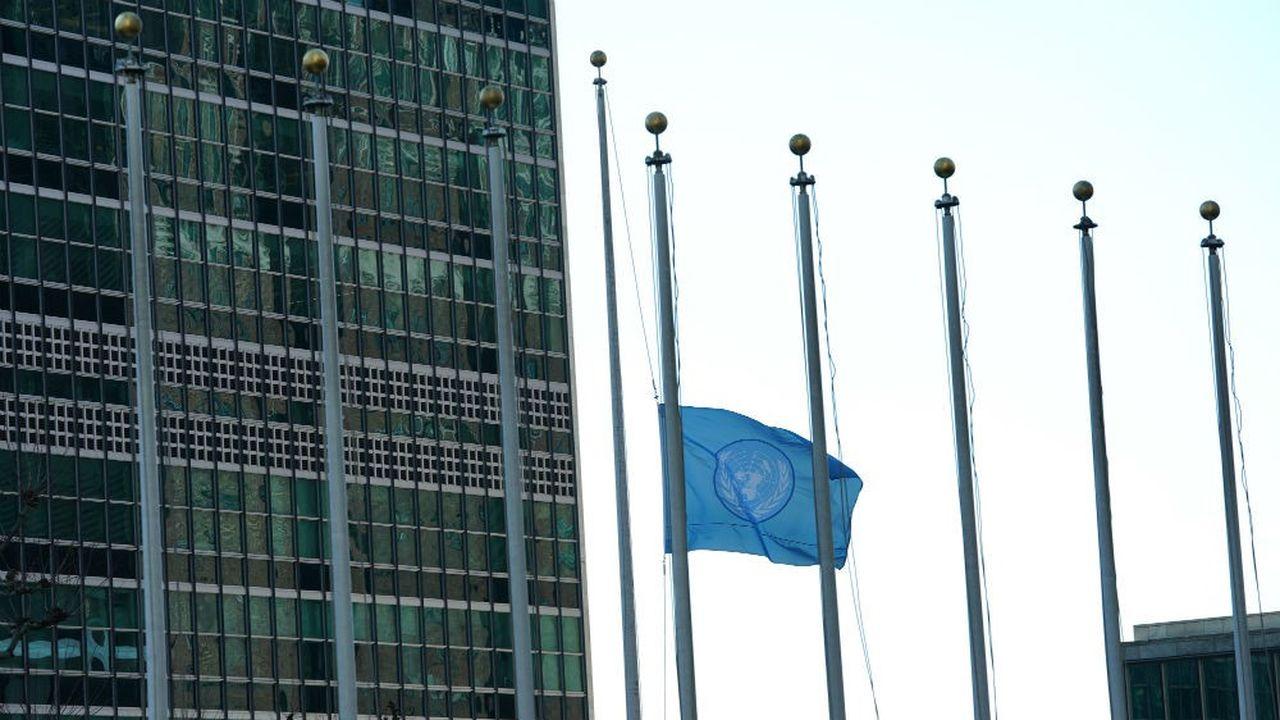 Au siège du Programme des Nations unies pour l'environnement à Nairobi, le drapeau de l'ONU a été hissé seul en hommage aux victimes.