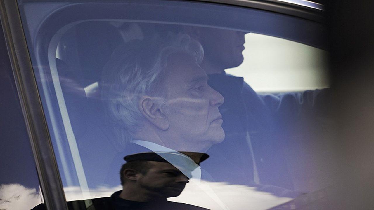 Bernard Tapie, lors de son arrivée au tribunal ce lundi