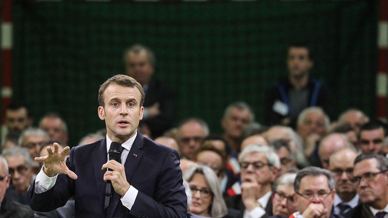 Le grand débat a permis à Emmanuel Macron de retrouver de l'air politique, mais sa sortie s'annonce aussi périlleuse pour le chef de l'Etat.