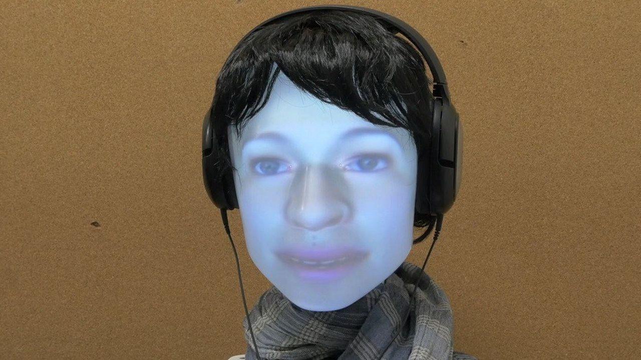Le robot (de Furhat Robotics) utilisé lors de l'expérience représente une tête à l'intérieur de laquelle est projeté un visage humain.