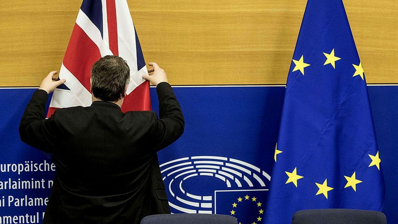 En cas de vote positif de la Chambre des communes, le Royaume-Uni quitterait comme prévu l'Union européenne le 29mars.
