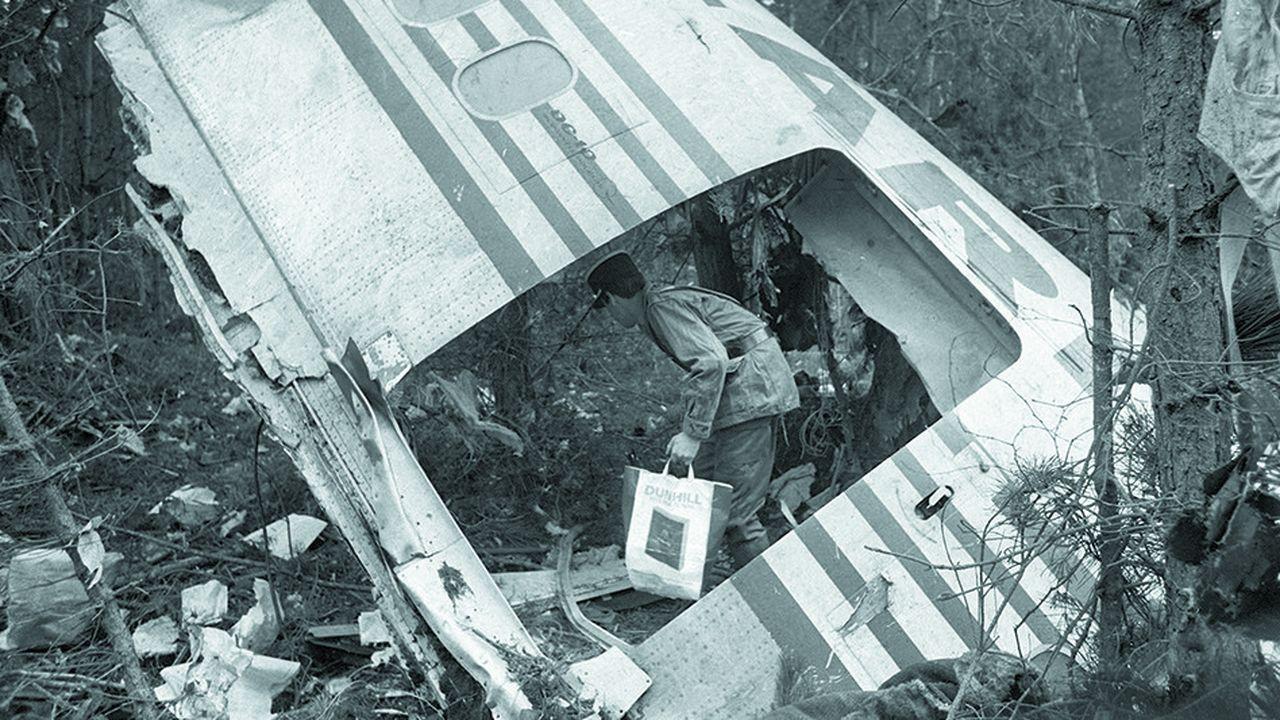 En mars1974, pour la seconde fois un DC-10 de conception toute récente est détruit en raison d'une ouverture de la porte de soute peu après le décollage. Le crash dans la forêt d'Ermenonville fera 346 morts.
