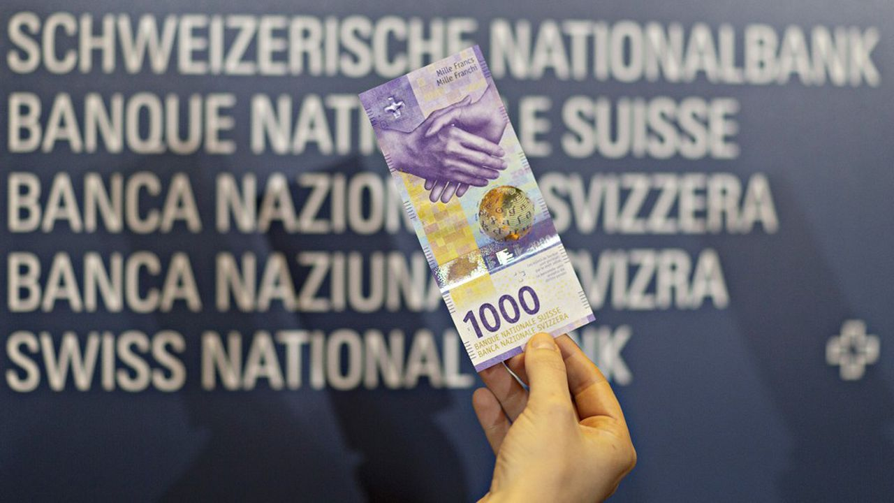 Le nouveau billet de 1.000francs suisses arbore une poignée de main censée représenter le goût de la Confédération pour la communication.
