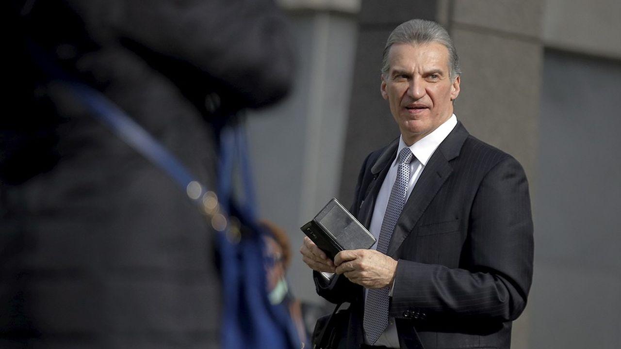Vitaly Korchevsky, un ancien gérant de hedge fund et pasteur, ne gagna pas moins de 17millions de dollars dans le casse dit des communiqués de presse, l'affaire qui a précédé la cyberattaque contre la SEC. Il a été inculpé en janvier2016à New York.