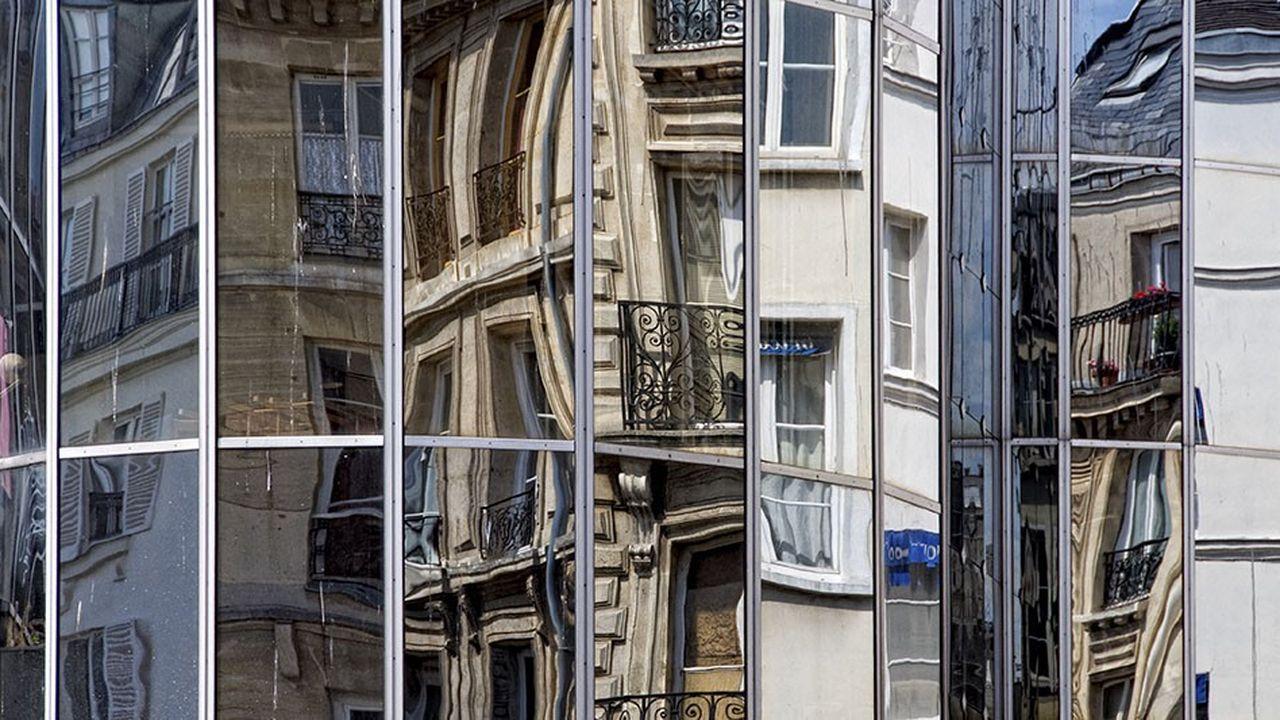 Si le Paris haussmannien l'a fait sienne au fil du temps, sous les formes les plus diverses, l'affaire s'avère plus délicate dans le monde de la construction neuve.