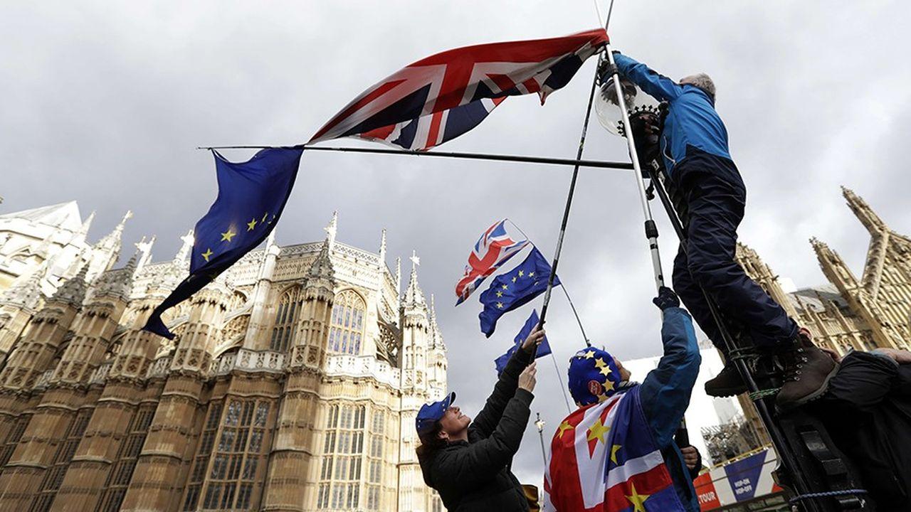 Theresa May a promis de consulter de nouveau le Parlement ce jeudi, cette fois pour se prononcer sur l'opportunité de demander à l'UE un report du Brexit. Mais un report de quelle durée, et pour quoi faire?