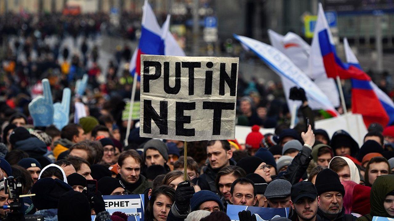 Fait rare à Moscou, quelque 15.000personnes ont manifesté contre un projet de loi controversé sur un Internet «souverain», c'est-à-dire indépendant des serveurs étrangers.