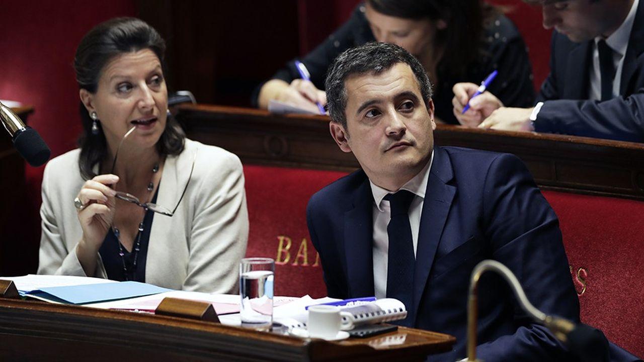 Les ministres des Solidarités Agnès Buzyn et des Comptes publics Gérald Darmanin, en charge des comptes sociaux, devraient annoncer un déficit réduit en 2018 pour la Sécurité sociale.