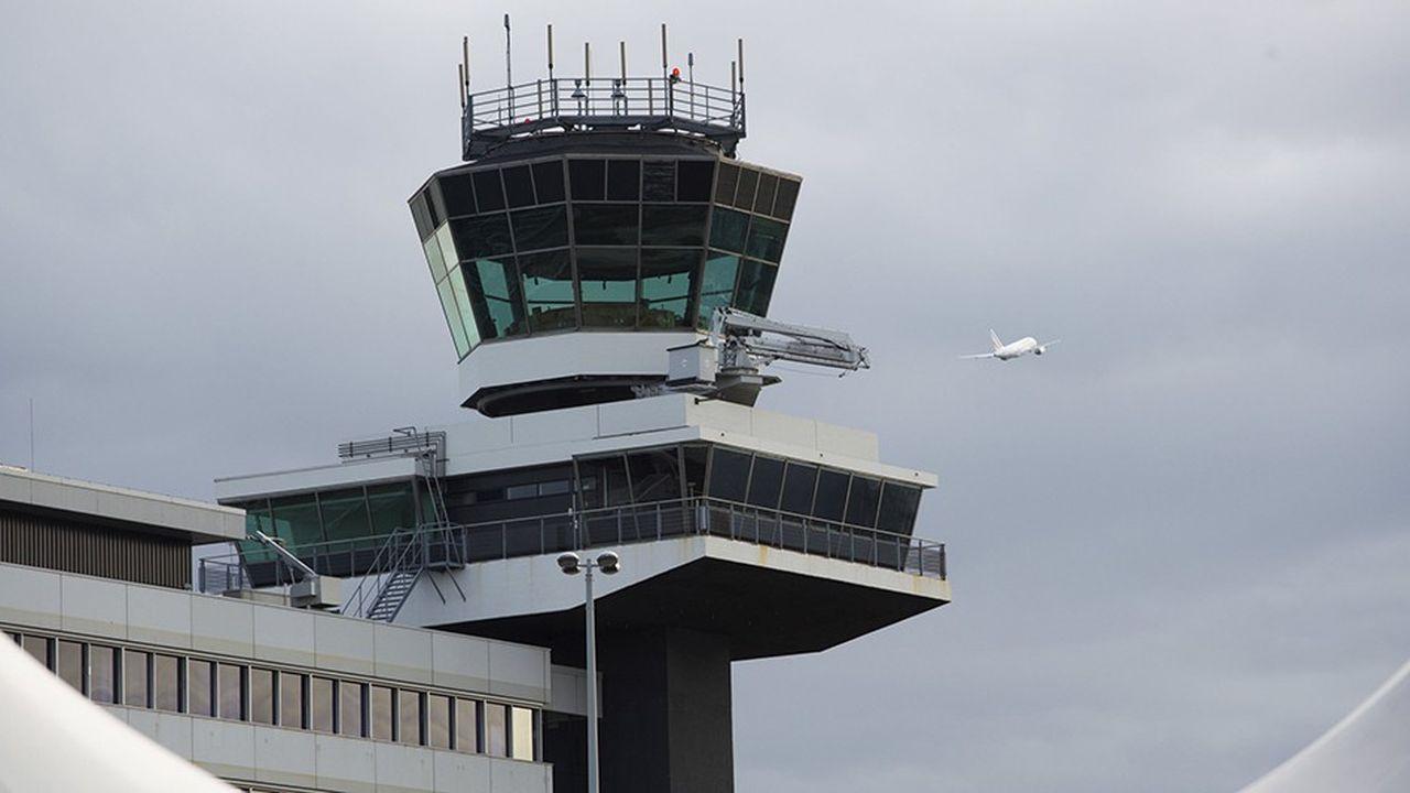 Les retards et annulations se multiplient. Ils sont dû au manque de contrôleurs aériens et à l'absence de connexion entre les systèmes des différents pays.