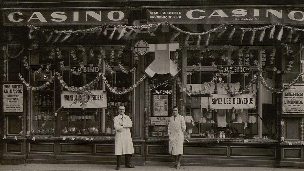La succursale Casino de Roanne et ses exploitants en 1932.