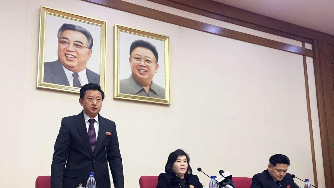 Selon la vice-ministre des Affaires étrangères de Corée du Nord (au centre), les relations personnelles entre Donald Trump et Kim Jong-un «sont toujours bonnes et l'alchimie est mystérieusement merveilleuse».