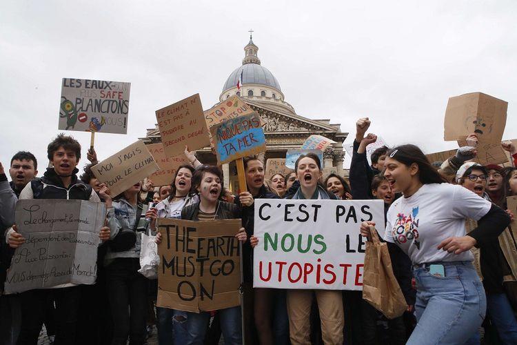 A Paris, les jeunes ont séché les cours pour aller défiler dans l'après-midi
