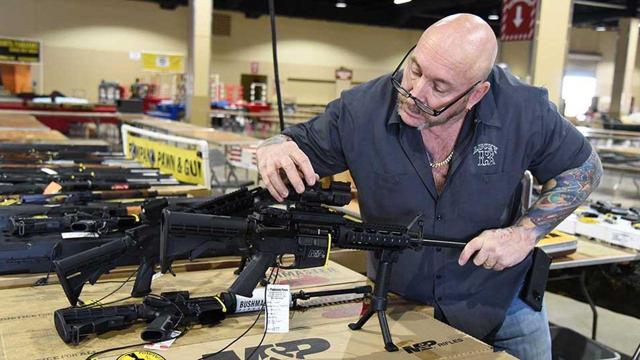 Selon l'accusation, Remington aurait vanté, dans ses publicités, les mérites de son fusil d'assaut AR-15.