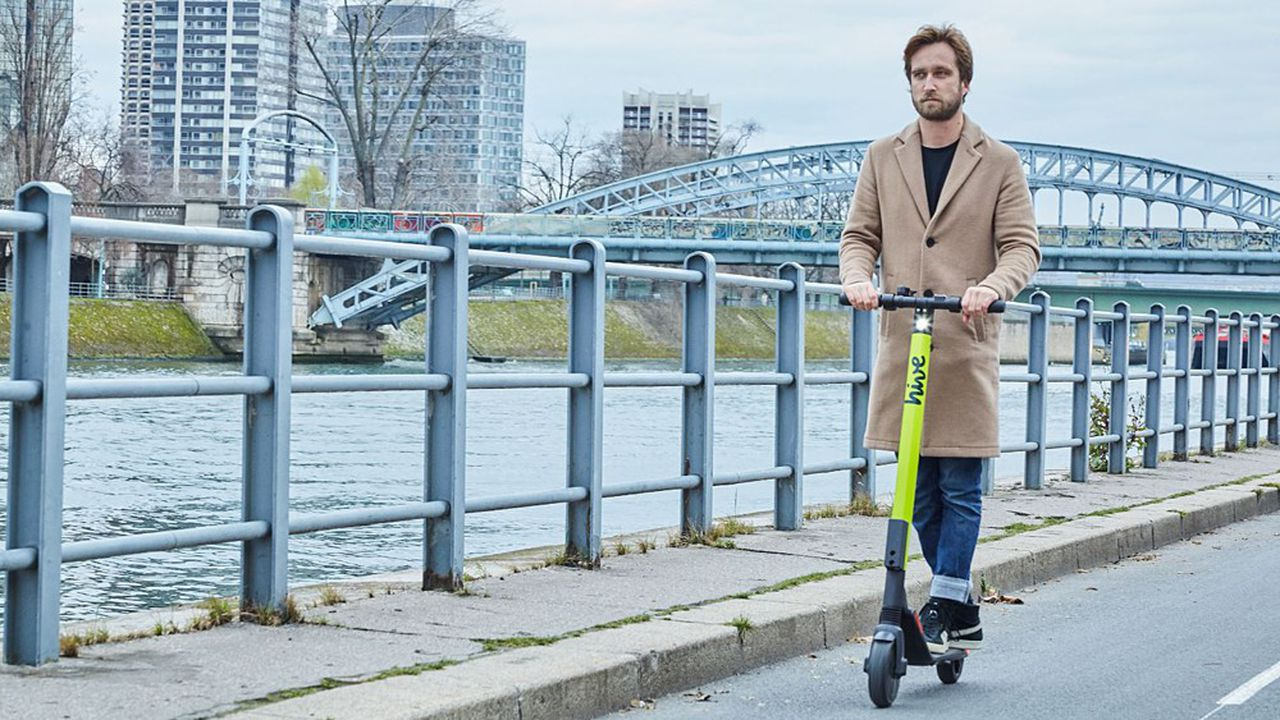 Le service Hive, lancé par BMW et Daimler à Paris, est un symbole du virage de la mobilité des géants de l'automobile.