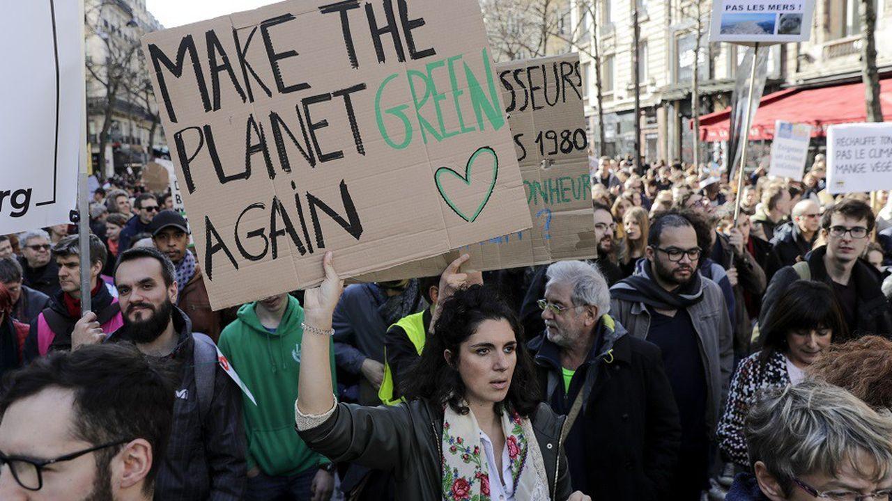 A Paris, 107.000 personnes ont participé à la 'Marche du siècle' selon les organisateurs.