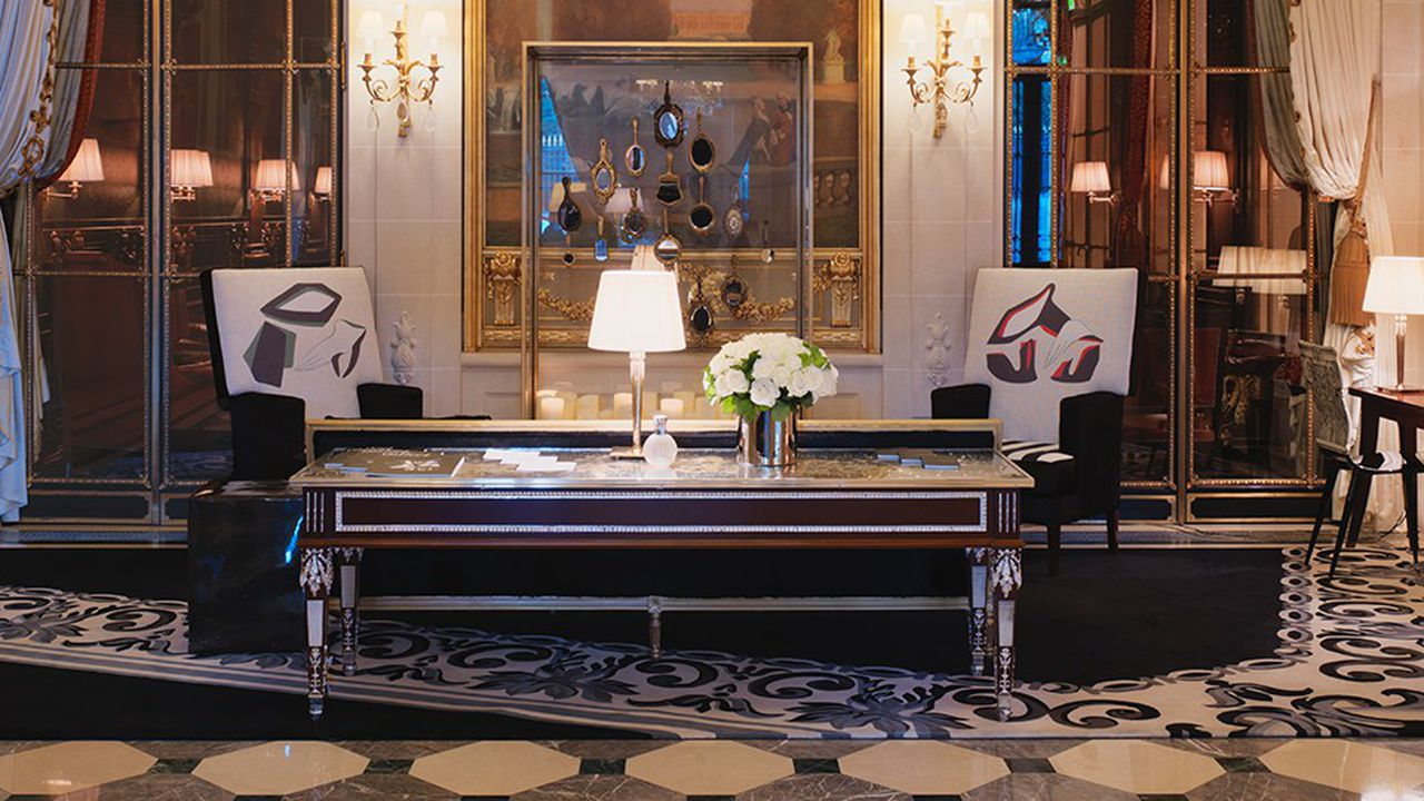 En marge du PAD, du 2 au 7avril, les galeries Gosserez et Maison Parisienne exposent au Meurice une sélection d'oeuvres, objets, mobilier et sculptures. Des visites guidées sont proposées aux clients de l'hôtel.