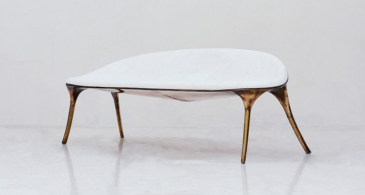 A l'hôtel, les exposants s'adressent directement à une clientèle fortunée venue du monde entier. Marble Sofa1 de Valentin Loellmann (Galerie Gosserez), qui fait partie des artistes exposés au Meurice.