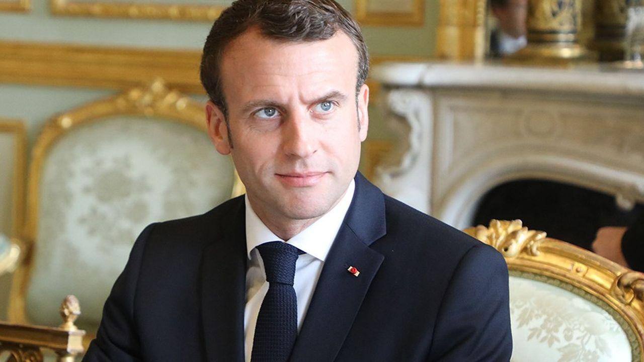Emmanuel Macron est revenu sur ses réformes fiscales lors d'un débat avec 64 intellectuels tenu lundi à l'Elysée.