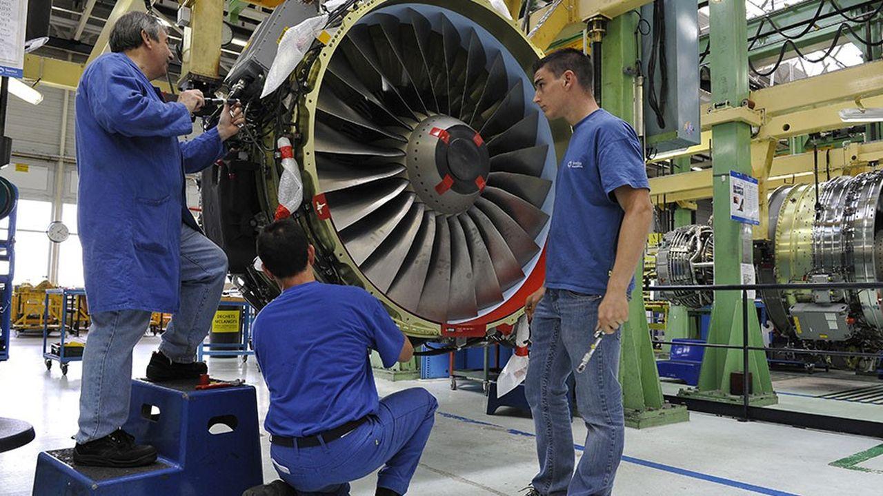 Montage d'un moteur d'avion CFM 56 chezSafran.