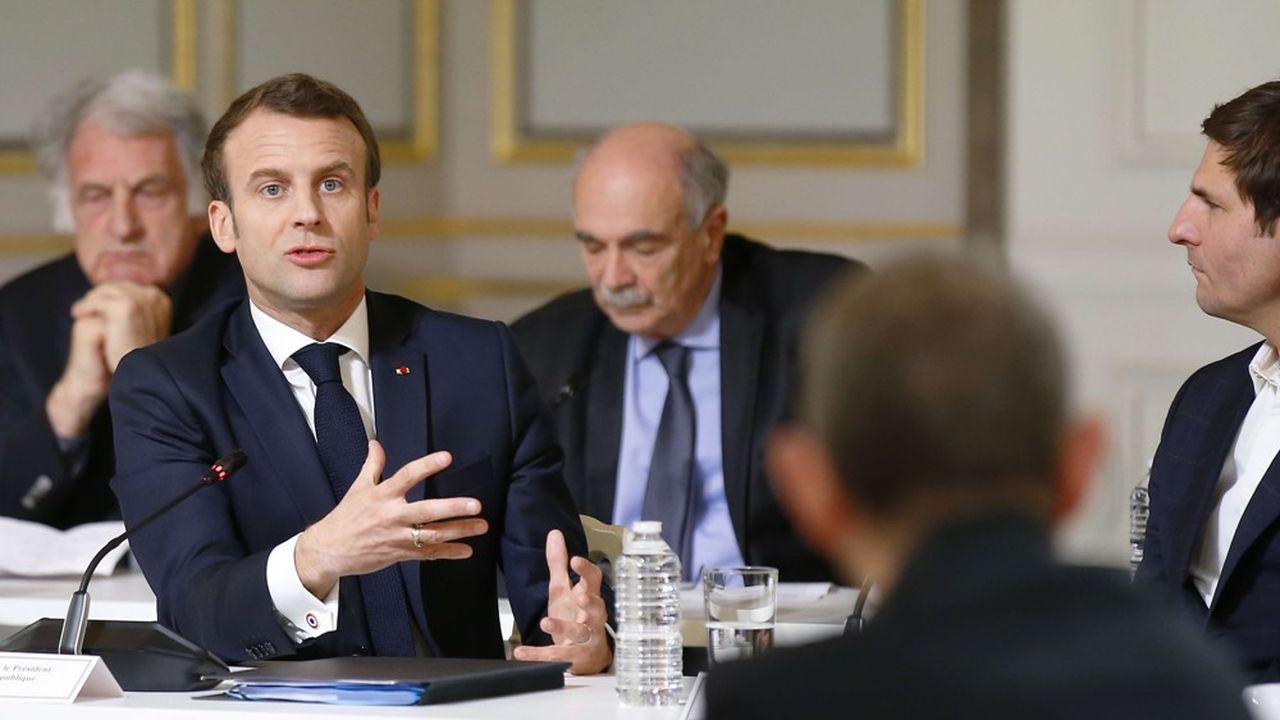 Emmanuel Macron, lors du débat avec une soixantaine d'intellectuels lundi soir à l'Elysée.