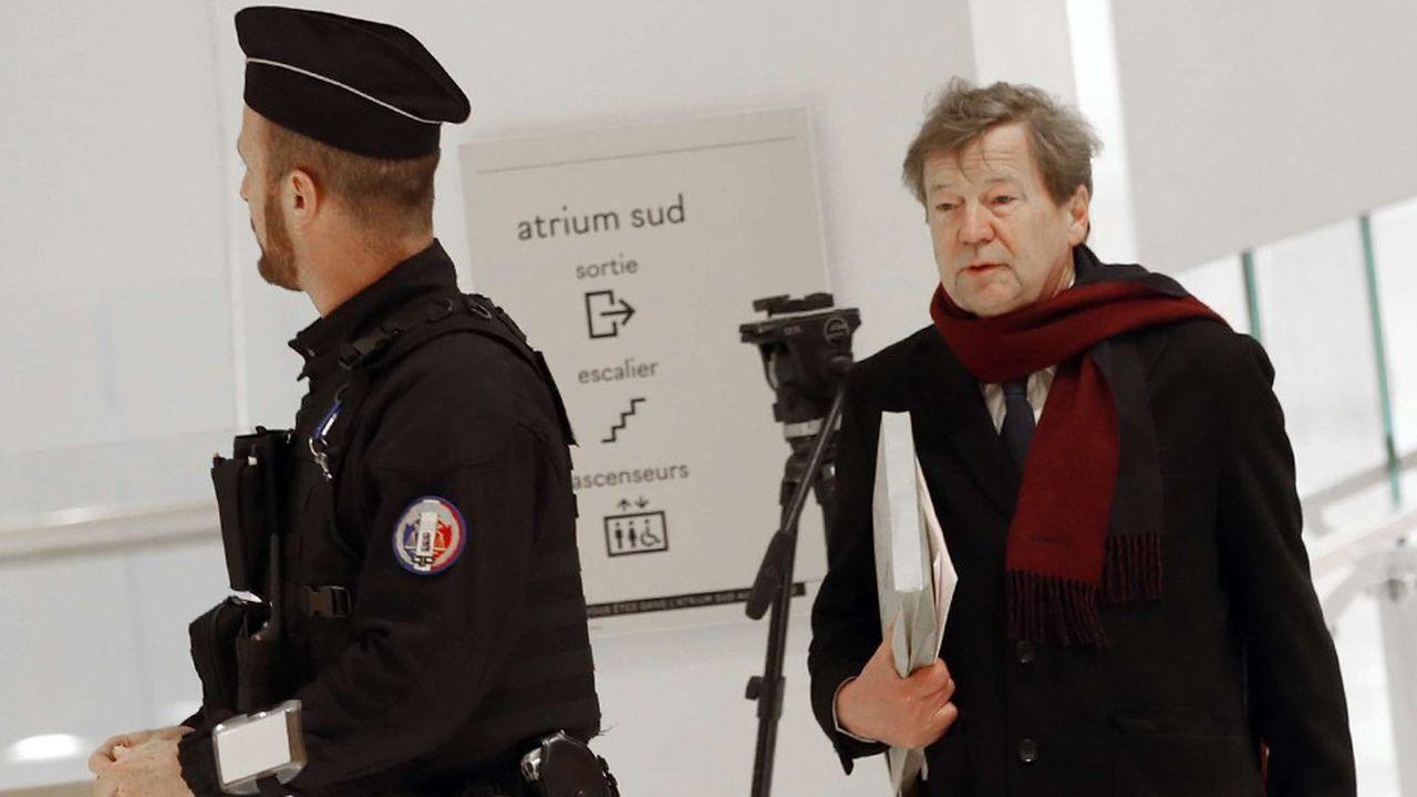 Bernard Tapie et Maurice Lantourne (photo) sont accusés d'avoir obtenu frauduleusement l'arbitrage dans le contentieux avec le Crédit Lyonnais, en collusion avec un des trois arbitres, Pierre Estoup. Ils sont jugés pour escroquerie et détournement de fonds publics ou complicité. Ils nient catégoriquement ces accusations.