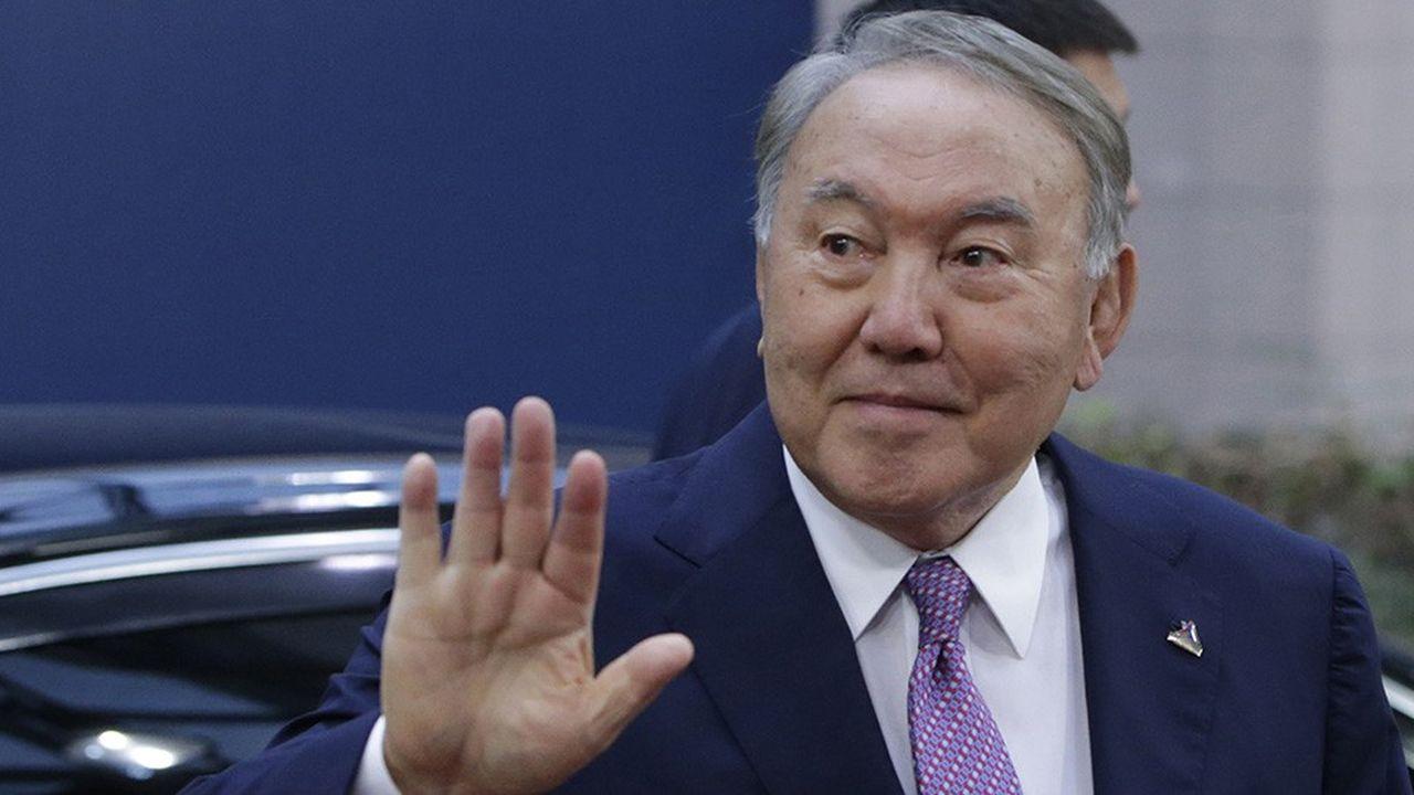 Noursoultan Nazarbaïev présidait le Kazakhstan depuis 1989, soit avant même la fin de l'URSS.