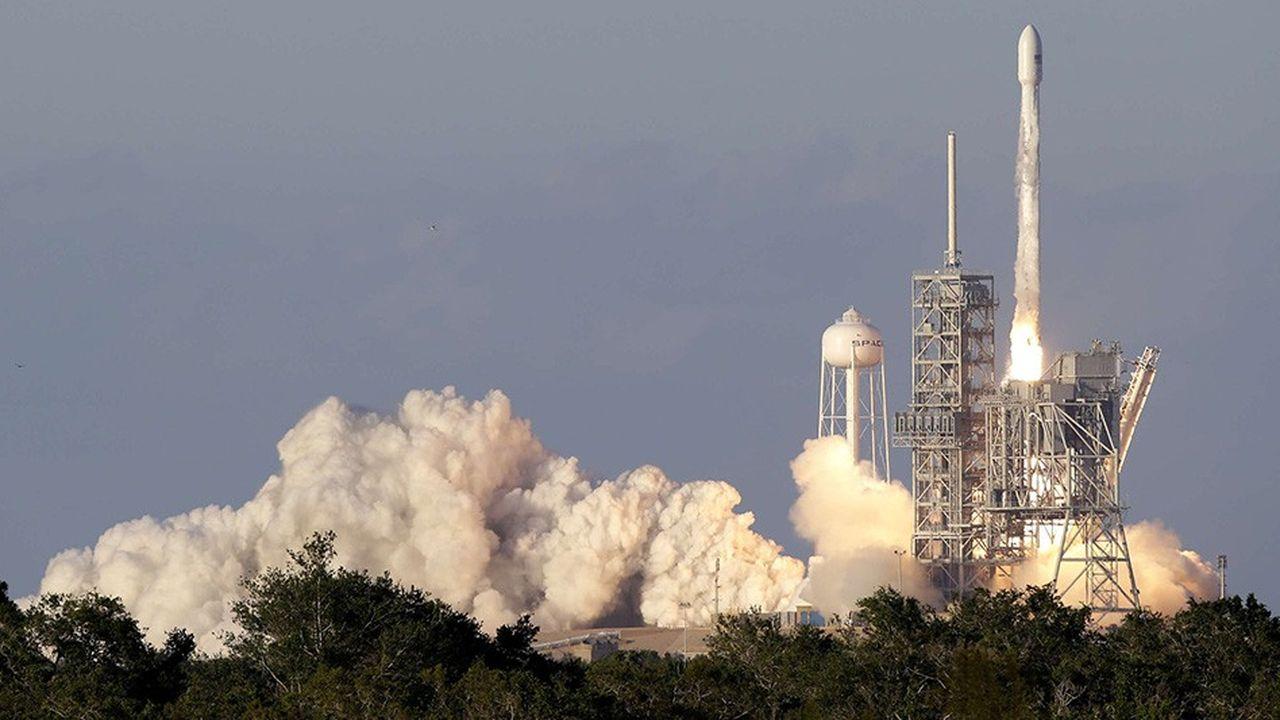 Certains des satellites d'Inmarsat envoyés dans l'espace -ici par une fusée de SpaceX depuis Cap Canaveral- servent à fournir des connexions Internet à bord des avions, une activité en forte croissance.