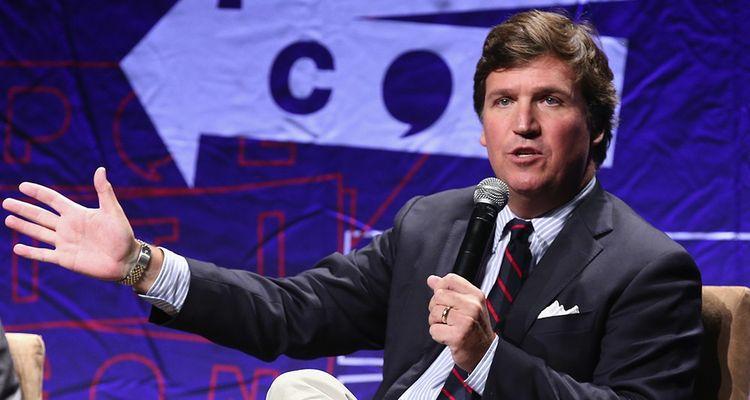 Tucker Carlson présentait l'émission préférée de Donald Trump, « Fox and Friends », le week-end, avant de remplacer Bill O'Reilly aux 20 heures