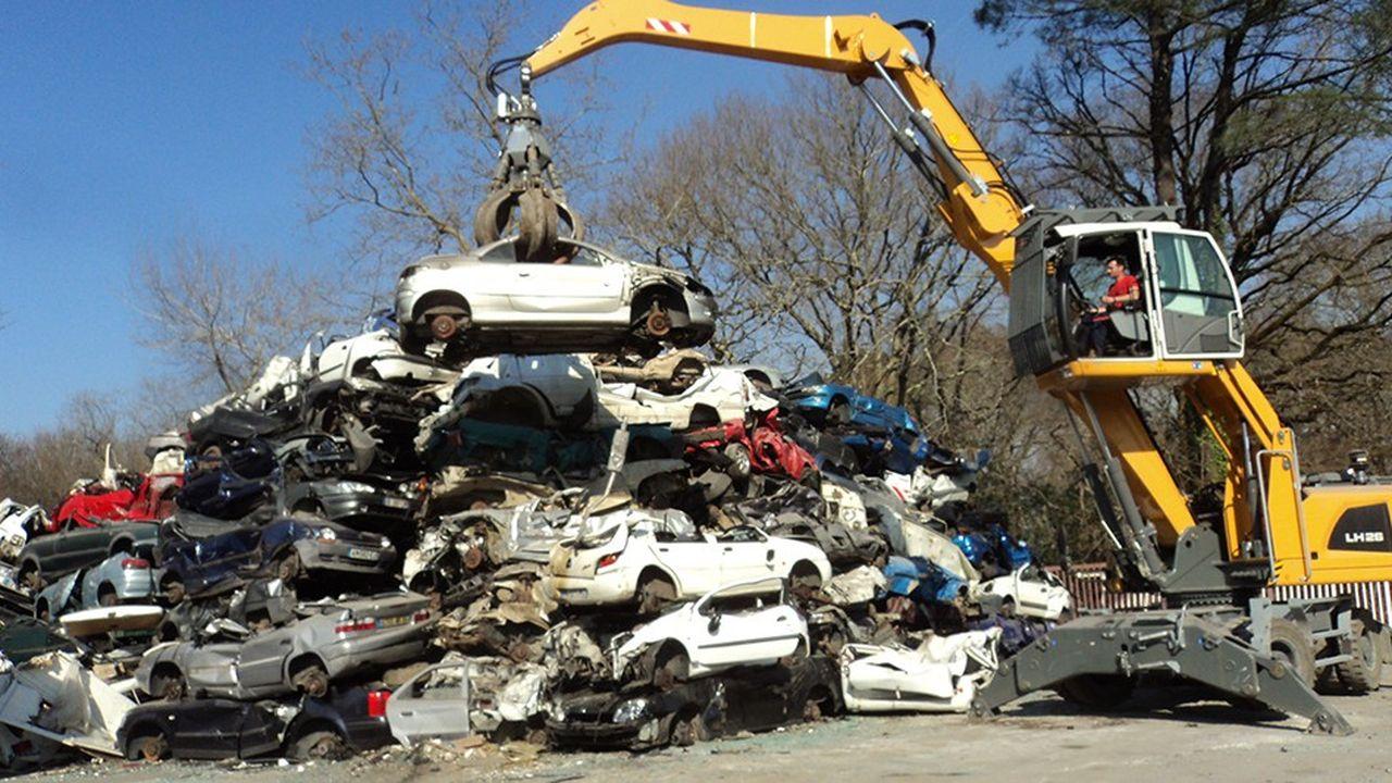 Les carcasse sont désossées, les métaux ferreux sont valorisés auprès d'aciéries et les autres dans les filières où ils peuvent s'intégrer.