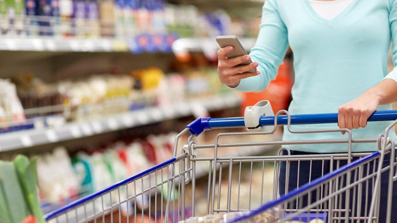 Doté de nouveaux pouvoirs, le consommateur n'hésite plus à scanner un produit et à décider, en fonction de ce qu'il lit sur son application de le boycotter.