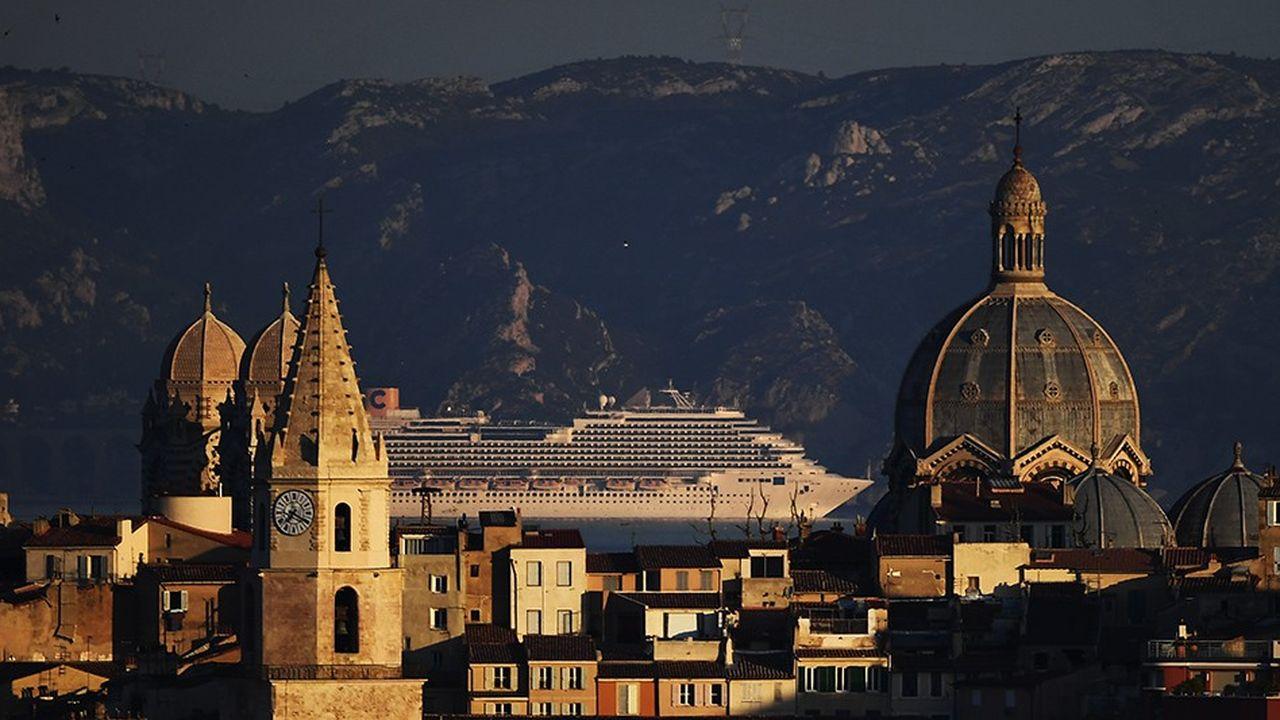 En cinq ans, le trafic global du port de Marseille s'est accru de 7 %. )