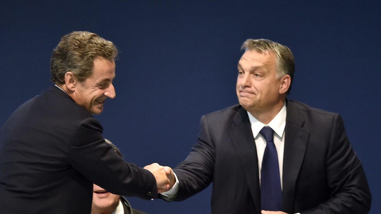 Nicolas Sarkozy et Viktor Orban, lors d'un congrès à Madrid en 2015.