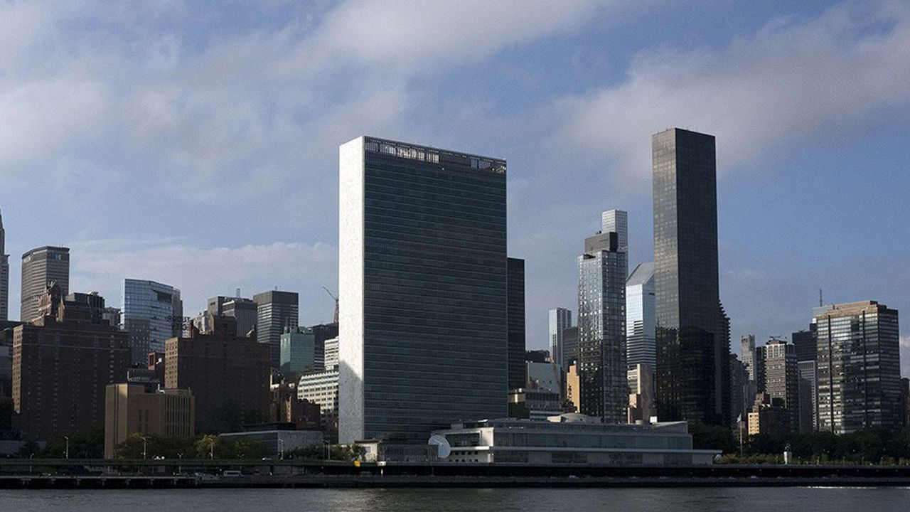 La tour Trump (à droite) en face des Nations Unies, dont les diplomates de l'organisation tentèrent en vain d'empêcher la construction