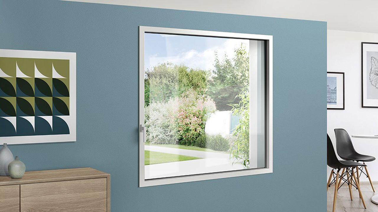 Le mariage de l'aluminium en extérieur et de l'acier à l'intérieur donne à cette fenêtre des traits plus fins que ceux des fenêtres PVC.