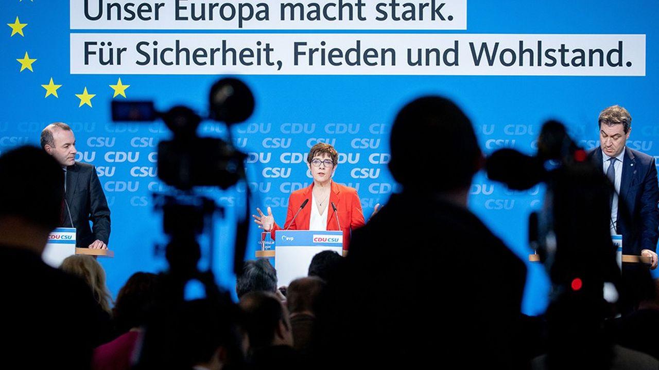 Sécurité, paix et prospérité sont les maîtres mots de la campagne européenne que la présidente de la CDU Annegret Kramp-Karrenbauer a présentée lundi en présence de Manfred Weber (g.), tête de liste des conservateurs de l'UE, et Markus Söder, président de la CSU.