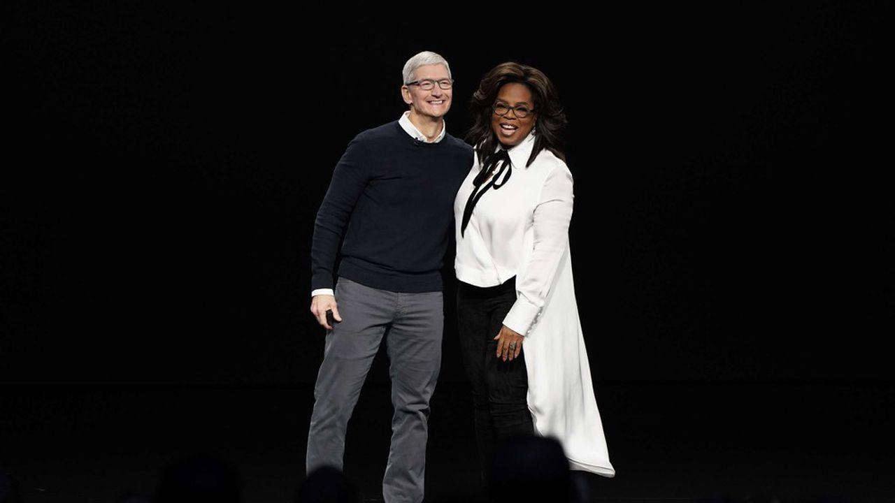 Le pdg d'Apple Tim Cook avait convié plusieurs stars du petit et du grand écran, comme Oprah Winfrey (à droite), pour présenter sa nouvelle offre de vidéo destinée à contrer Netflix