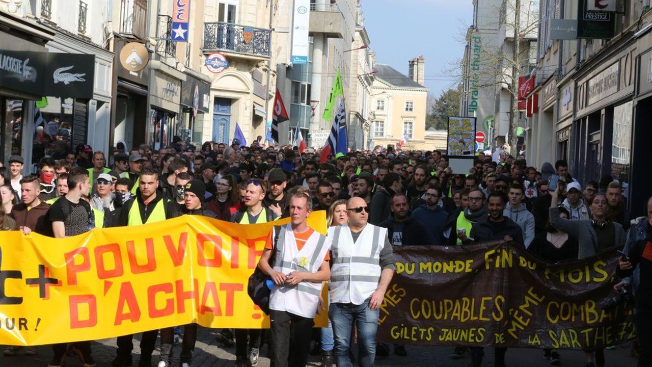 Au quatrième trimestre, le pouvoir d'achat des Français a bondi du fait de la hausse des revenus d'activité, de la baisse des cotisations sociales et de la réduction de la taxe d'habitation